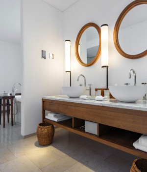Salle de bain meublée
