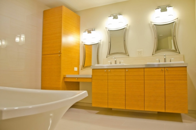 Salle de bains jaunes 32 id es pour une d coration lumineuse for Salle de bain aubergine et gris