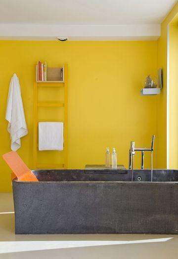 Salle de bains jaunes 32 id es pour une d coration lumineuse for Salle de bain orange et gris