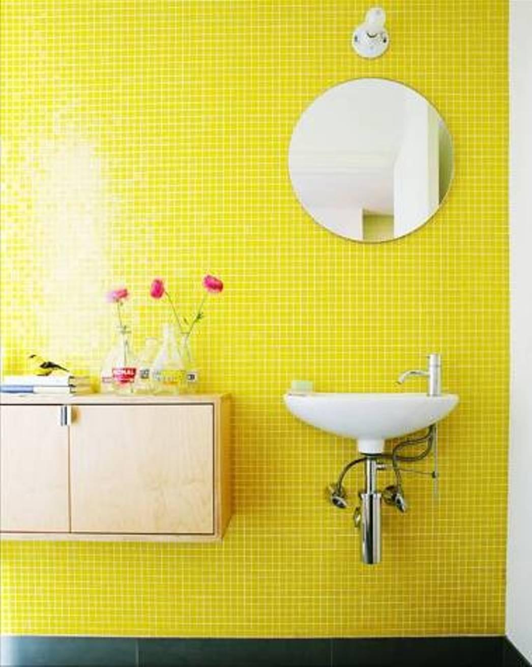 Salle de bains jaunes 32 id es pour une d coration lumineuse - Couleur faience salle de bain ...