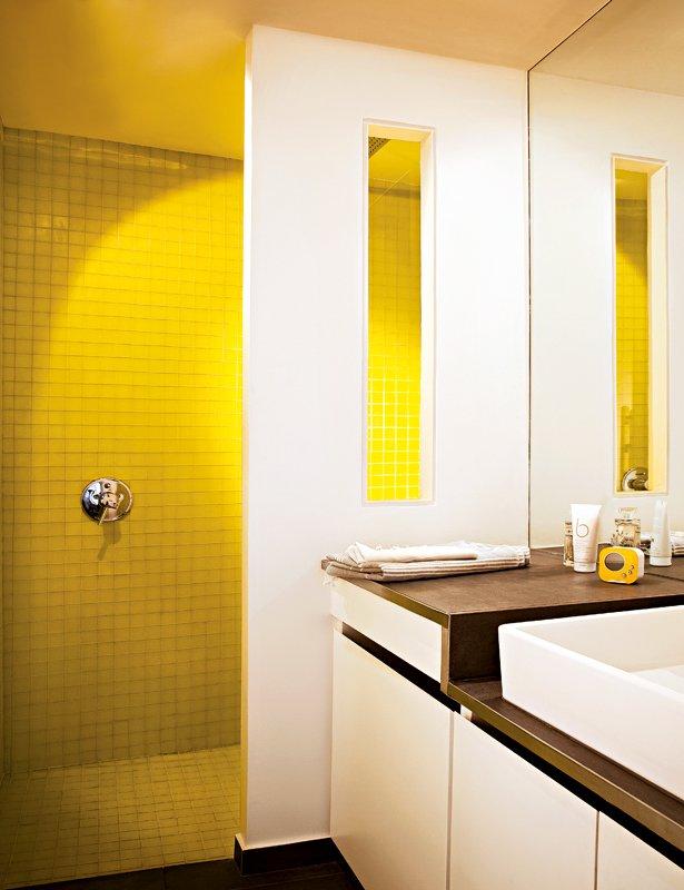 Salle de bains jaunes 32 id es pour une d coration lumineuse - Salle de bain mosaique beige ...